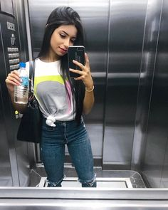 Casual style for April - ChicLadies. Looks Style, Casual Looks, Selfie Tips, Estilo Preppy, Foto Casual, Girl Fashion, Fashion Outfits, Clothes Pictures, Girl Inspiration