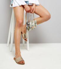 """Petit sac New Look, avec imprimé feuilles tropicales - parmi notre sélection shopping """"à moins de 20 euros"""" pour l'été 2017. #mode #fashion #style #look #été2017 #été #printempsété2017 #modeuse #fashionista #ss17 #shopping #tropicalprint #purse #bag"""