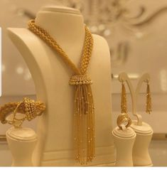 Gold Bangles Design, Gold Jewellery Design, Gold Jewelry, Jewelry Rings, Jewelery, Pearl Necklace Designs, Gold Earrings Designs, Pakistani Bridal Jewelry, Bridal Jewellery Inspiration