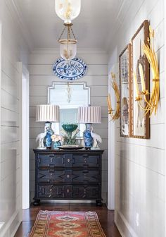 The Chinoiserie Foyer (Chinoiserie Chic) - The most beautiful home decor list Home Decor Styles, Cheap Home Decor, Diy Home Decor, Coastal Decor, Decor Room, Coastal Style, Hallway Decorating, Interior Decorating, Decorating Tips