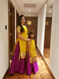 Mother daughter matching outfits ideas for wedding season - Indian Fashion Ideas Mom Daughter Matching Outfits, Mommy Daughter Dresses, Mom And Baby Dresses, Mother Daughter Fashion, Dresses Kids Girl, Mother Daughters, Baby Outfits, Fashion Kids, Fashion Outfits