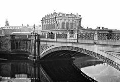 King's Bridge, with Heuston Station and Dr Steeven's Hospital, the crowns at on the bridge railings have since disappeared. Dublin Street, Dublin City, Old Pictures, Old Photos, Gone Days, Photo Engraving, Ireland Homes, City Council, Dublin Ireland