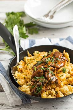 You don't need to travel to Munich to eat this traditional German dish called Jägerspätzle. This Bavarian classic is often served at the Oktoberfest and makes for a seriously exciting family dinner - at any time of the year. Pasta Dishes, Food Dishes, German Dumplings, German Spaetzle, Spaetzle Recipe, Recipes With Spaetzle Noodles, Austrian Recipes, German Recipes, Austrian Food