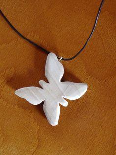 Ciondolo pendente farfalla di legno d'olmo. Collana di BoisetRois