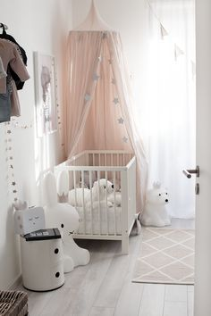 white and blush Fashion Room, Kids Fashion, Kidsroom, Interiores Design, House Tours, Baby Room, Little Ones, Baby Kids, Toddler Bed