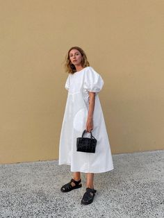 japanese fashion Minimalist fashion is back, but not as you know. Think luxe fabrics in gorgeously cut pieces. Find out about one of the biggest spring/summer 2020 trends. Fashion 2020, Look Fashion, Fashion Outfits, Womens Fashion, Fashion Tips, Fashion Shoes, Runway Fashion, Fashion Hacks, Classy Fashion