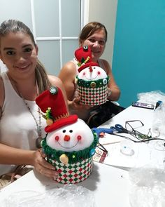 Best 12 Primer curso de octubre, todo un éxito! Felt Christmas Decorations, Felt Christmas Ornaments, Christmas Centerpieces, Christmas Tree Toppers, Christmas Projects, Kids Christmas, Holiday Crafts, Christmas Trees, Snowman Crafts