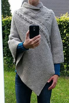 Ravelry: Poncho Alexis pattern by Sisters in Wool Poncho Crochet, Baby Sweater Knitting Pattern, Poncho Knitting Patterns, Knit Shrug, Knitted Shawls, Knit Patterns, Hand Knitting, Ladies Poncho, Knitting Accessories