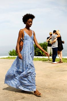 Street style - Rio « The Sartorialist The Sartorialist, Afro, Simple Summer Dresses, Vestido Casual, Affordable Dresses, Summer Wardrobe, Spring Summer Fashion, Dress Skirt, Style Me