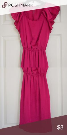 Fuscia dress with flowy sleeves This dress is a bright fuscia and so soft on the skin Forever 21 Dresses Mini