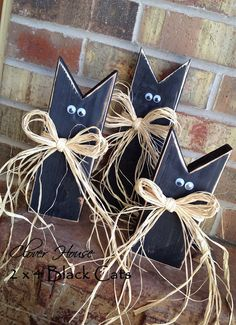 DIY Wooden Black Cats for Halloween. @Megan Farr Lindback , you want one (or some) of these for next year? Such an easy project!