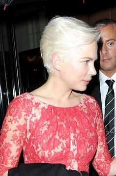 Michelle Williams platinum blonde hairstyle