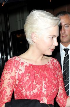 Michelle Williams platinum blonde hairstyle
