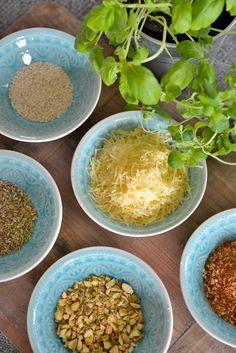 Kjempegodt brød med smak av ost og urter - Franciskas Vakre Verden Cantaloupe, Curry, Food And Drink, Cooking Recipes, Bread, Snacks, Dinner, Fruit, Ethnic Recipes