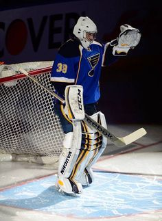 Ryan Miller saluting the crowd at Scottrade his first home game as for the Blues.