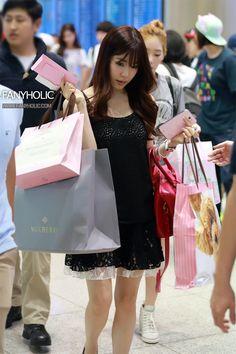 SNSD-Tiffany-airport-fashion-July-22-5.jpg (800×1200)