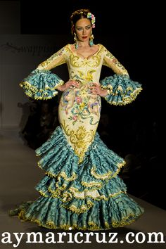 Eloy Enamorado Flamenco Costume, Flamenco Dancers, Traditional Mexican Dress, Spanish Dress, Flamingo Dress, Mexican Dresses, Dance Fashion, Material Girls, Couture Dresses
