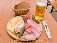 Leckerer Allgäuer Jausenteller auf der Rappenseehütte ( auf 2091m Höhe), Allgäuer Alpen, Bayern, Deutschland - Foto: Mario Hübner