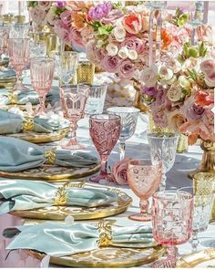 GIGI GUZZO #Romantic #Lush#floral #tablescapes #tablesettings