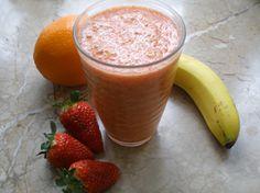 Licuado de banana, fresa y naranja: Cuida tu peso y cuida tu piel, y es que el licuado de banana, fresa y naranja es un rica fuente de vitaminas y nutrientes potencialmente beneficiosas para la salud del organismo.  Además, al poseer un alto contenido de antioxidantes ayuda a retrasar el envejecimiento. Se precisa de un yogurt natural, jugo de naranja, media banana y fresas. ¡Un licuado exquisito!