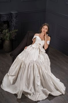 Spring Biggest Bridal Trends, From Cinderella Gowns to Leg Slits Monique Lhuillier, Bridal Looks, Bridal Style, Cinderella Gowns, Wedding Dress With Pockets, Whimsical Fashion, Romantic Lace, Bridal Collection, Dress Collection