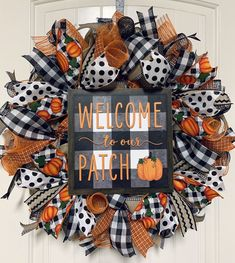 Creepy Halloween Decorations, Halloween Party Decor, Halloween Snacks, Halloween Crafts, Vintage Halloween, Diy Halloween Wreaths, Fall Decorations, Dollar Tree Halloween, Halloween Deco Mesh