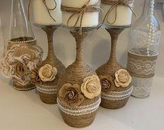 Fall Wine Bottles, Wine Bottle Vases, Diy Bottle, Bottle Crafts, Wine Glass Candle Holder, Diy Candle Holders, Wine Glass Crafts, Mason Jar Crafts, Decorated Wine Glasses