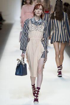 Fendi Spring 2017 Ready-to-Wear Collection Photos - Vogue Catwalk Fashion, Vogue Fashion, Fashion Week, Fashion 2017, Spring Fashion, High Fashion, Fashion Show, Womens Fashion, Fashion Design