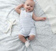 Doté de manches courtes et tricoté avec un fil léger, ce modèle de combinaison layette est tricoté idéal pour l'été ! Cette combinaison est réalisé en Fil PHIL COTON 3 coloris blanc et ciel.Modèle n°14 du mini-catalogue n°669, layette des beaux jours, printemps-été 2017