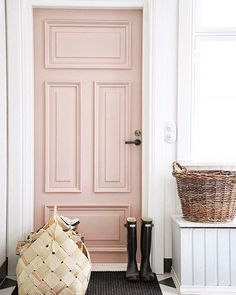 Who doesn't like a perfect blush pink door...especially on a day like today?! Happy Valentine's Day