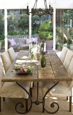 luv the iron legs of this rustic table: Vicky's Home: Una casa de estilo provenzal / Provence Style House French Decor, French Country Decorating, French Country Fireplace, Rustic French Country, French Farmhouse, Country Farmhouse, Rustic Table, Farmhouse Table, Reclaimed Wood Dining Table
