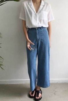 Two Trends Combined: 24 High Waisted Wide Leg Pants Outfits - O&F Denim Pants Outfit, Flare Jeans Outfit, Trouser Outfits, Jean Outfits, Wide Leg Denim, Wide Leg Jeans, Fashion Pants, Fashion Outfits, Denim Fashion