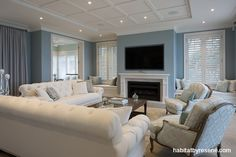 Go beachy chic Hamptons-style House Paint Exterior, Exterior House Colors, Hamptons House, The Hamptons, Independent House, Grey Houses, House Entrance, Paint Colors For Home, Facade House