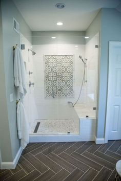 80 stunning tile shower designs ideas for bathroom remodel (77) Small Tile Shower, Shower With Subway Tile, Bathrooms With Subway Tile, Master Shower Tile, Tile Shower Drain, Accent Tile Bathroom, Gray Shower Tile, Tile Accent Wall, Shower Floor Tile