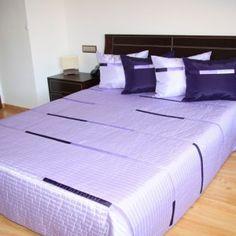 Elegantný fialový prehoz na posteľ Bed, Furniture, Home Decor, Decoration Home, Stream Bed, Room Decor, Home Furnishings, Beds, Home Interior Design