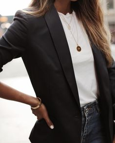 black blazer, white shirt and gold necklace. - black blazer, white shirt and gold necklace. – black blazer, white shirt and gold necklace. Mode Outfits, Fall Outfits, Casual Outfits, Fashion Outfits, Blazer Fashion, Jackets Fashion, Classic Outfits, Dress Casual, Fashion Clothes