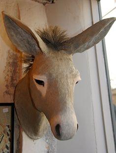 Tête d'âne en papier maché ~ How awesome a paper mache'!