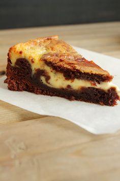 Leipomo: Mutakakku tuorejuustolla Mary Berry, Cake Bars, French Toast, Sandwiches, Cheesecake, Deserts, Vegetarian, Sweets, Candy
