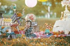 Glam-o-Mamas reader Elizabeth Limchu has a fun idea on how to spend your weekends with your family and friends: A DIY, picnic-themed photo shoot! Picnic Photo Shoot, Picnic At Hanging Rock, I Want A Baby, Child Photo, Group Poses, Spring Pictures, Photoshoot Themes, Outdoor Shoot, Family Picnic