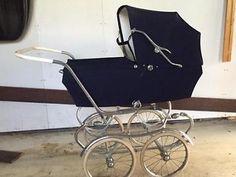 retro kinderwagen donkerblauw heerlijke deining en vering. Pram Stroller, Baby Strollers, Vintage Pram, Prams And Pushchairs, Baby Prams, Baby Carriage, Baby Things, Kids And Parenting, 1960s