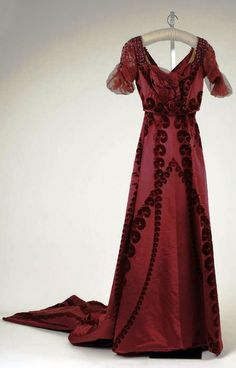 Evening dress House of Worth Date: ca. 1910 Culture: French Medium: silk