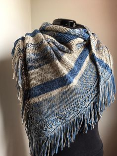 Ravelry: Scania Shawl pattern by Caroline Wiens Loom Knitting Patterns, Shawl Patterns, Easy Knitting, Knitting Tutorials, Stitch Patterns, Knitting Scarves, Knitted Afghans, Knitted Poncho, Knit Cowl
