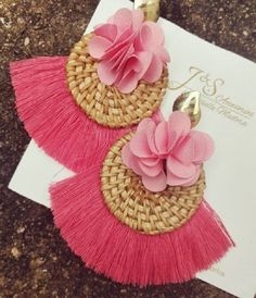 Trendy and Stylish Home-Made Designs of Earrings for All Beautiful to-Be-Brides Tassel Earing, Tassel Jewelry, Soutache Jewelry, Ear Jewelry, Fabric Jewelry, Beaded Jewelry, Jewelry Design Earrings, Handmade Jewelry Designs, Diy Earrings