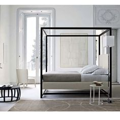 Alcova by Maxalto  -a modern interpretation of the classic canopy bed