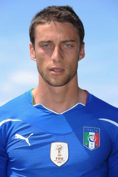 Claudio Marchisio Photos - Claudio Marchisio of Italy national team poses for a photo during the official Fifa World Cup 2010 portrait session on May 2010 in Sestriere near Turin, Italy. - Italy 2010 FIFA World Cup Portraits Italy Team, Easy To Grow Bulbs, Claudio Marchisio, Hollywood Men, International Football, Real Beauty, Fifa World Cup, Football Players, About Me Blog