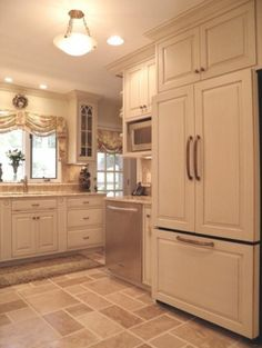 traditional kitchen by Cameo Kitchens, Inc. Window treatment