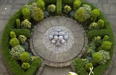 Designing a formal garden – Remember symmetry