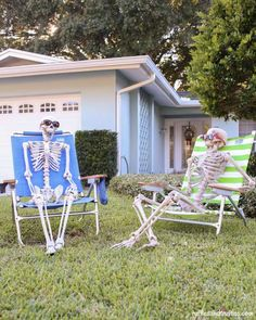 DIY Skeleton Lawn Decorations | Perfect Halloween Decor & Crafts To Adorn Your Home by DIY Ready at http://diyready.com/15-halloween-decor-diy-projects/
