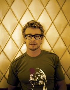 Simon Baker...and he's wearing a zombie t-shirt. Who wouldn't?