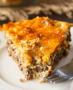 Impossible Cheeseburger Pie is super easy and delicious! This yummy recipe is full of cheesy Super easy and delicious! This yummy recipe is full of cheesy beefy flavor that everyone loves. Easy Meat Pie Recipe, Easy Cheeseburger Pie Recipe, Easy Casserole Recipes, Bun Recipe, Bisquick Recipes, Amish Recipes, Meat Recipes, Cooking Recipes, Shrimp Recipes